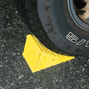 CAMCO WHEEL CHOCK YELLOW SINGLE