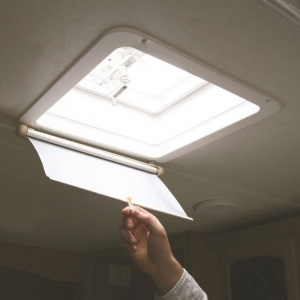CAMCO LIGHTS OUT RETRACTABLE VENT SHADE