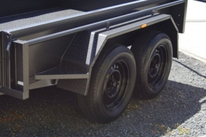 TRAILER  10' X 5' TANDEM AXLE SLIPPER SPRINGS HYDRAULIC BRAKES J/WHEEL & SPARE